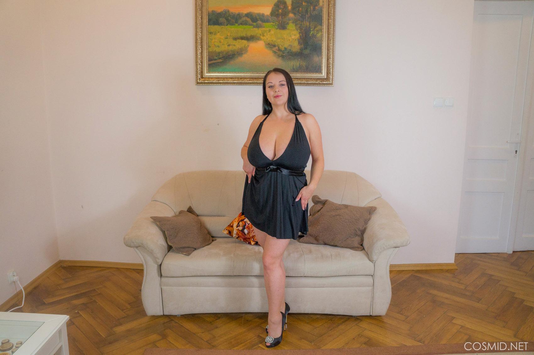 Agnes natural breasts