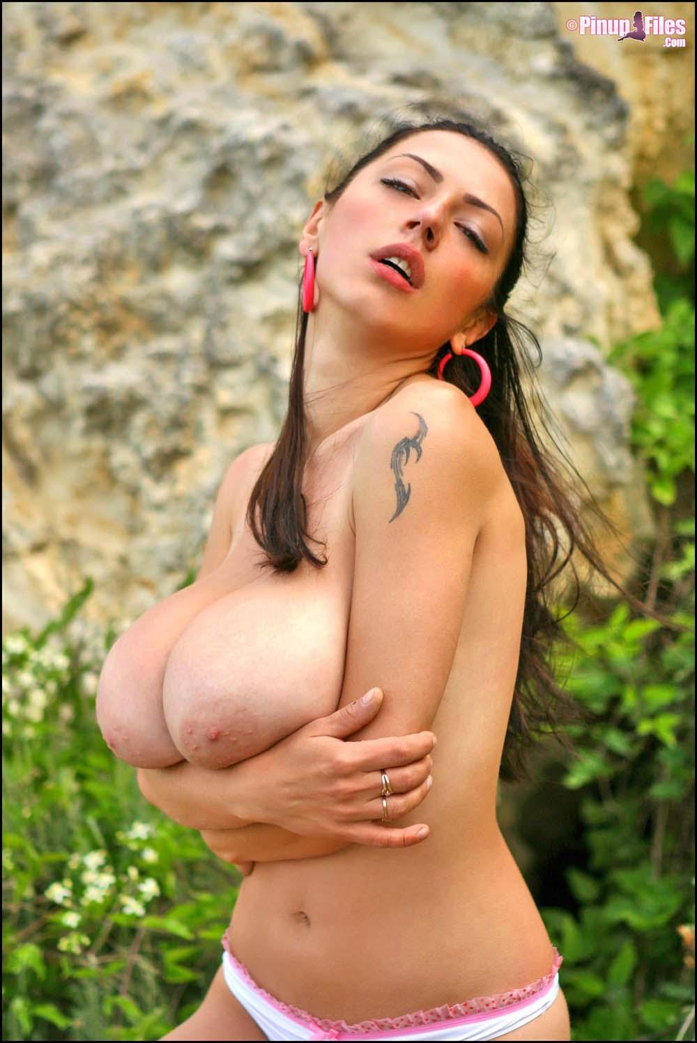 hijab-girl-nude-big-tites-chicks-on-rocks-busty