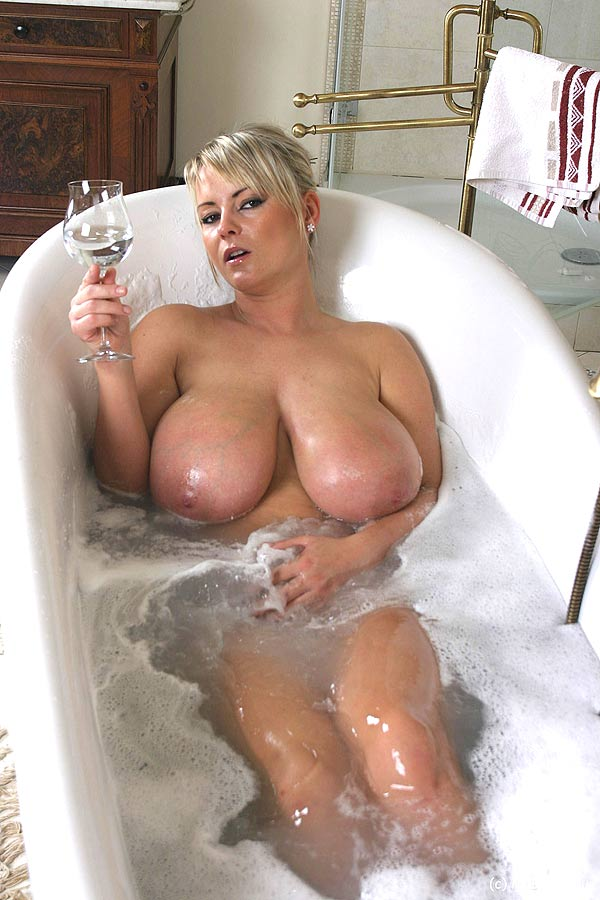 from Rodolfo naked plus size in bathtub