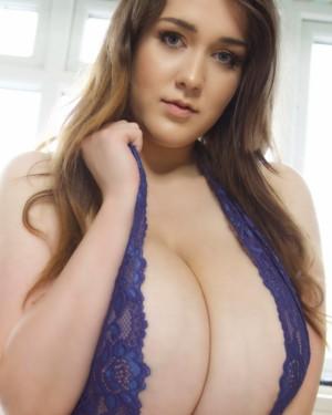 BETTYE: Busty topless female models