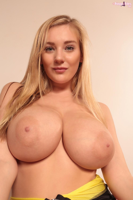 Lindsay lohan cleavage vid - 1 part 9