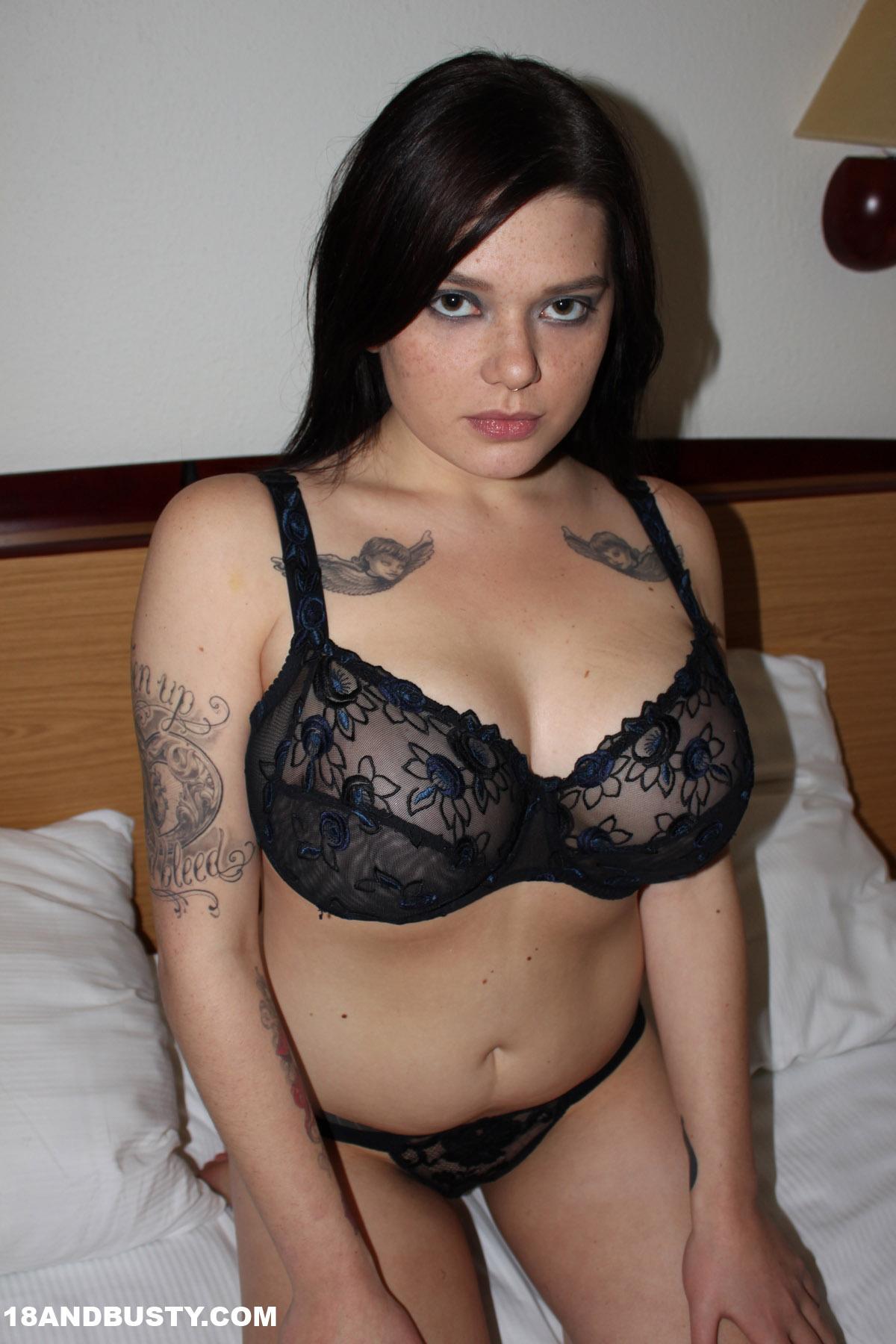 Ung naken asiatiska