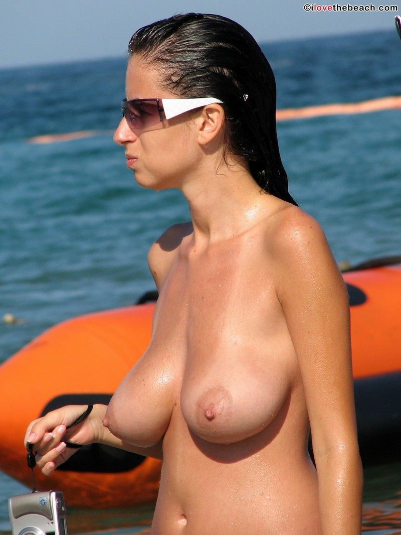 Can breasts on the beach