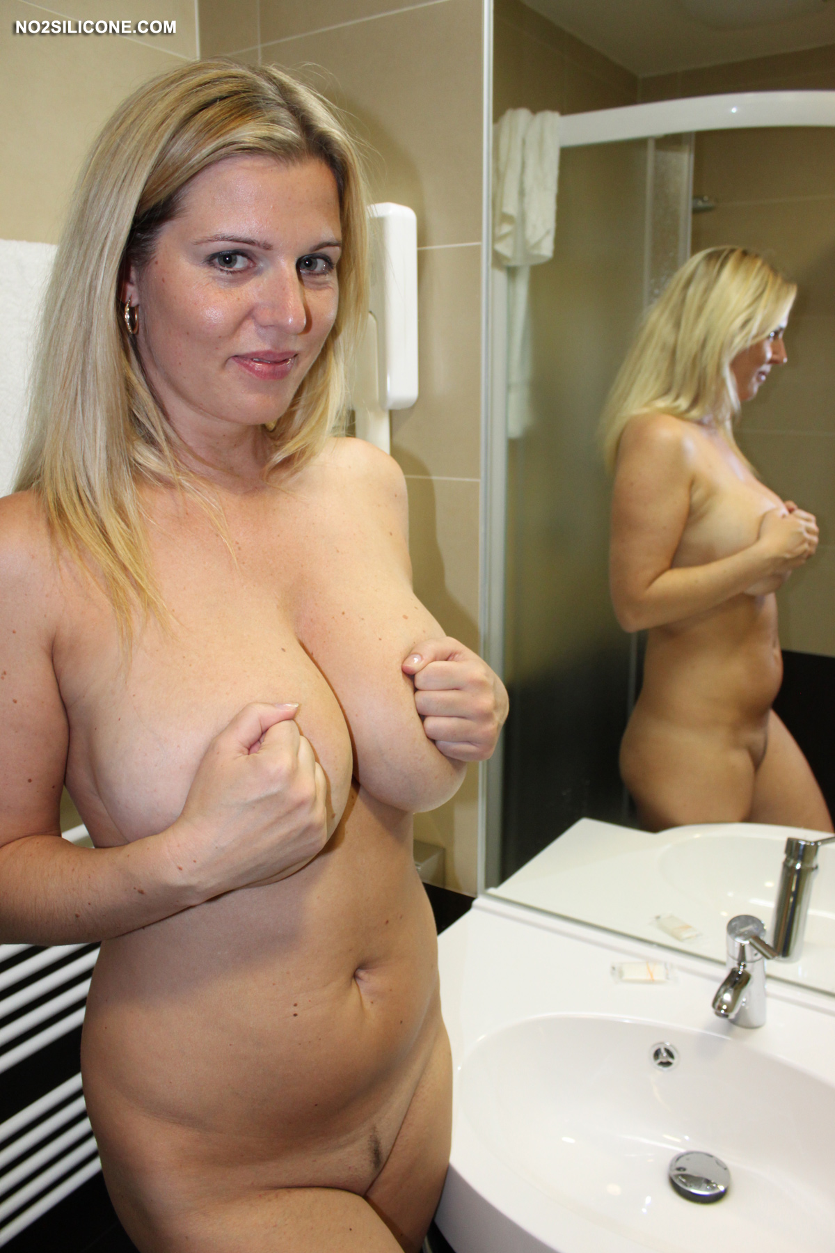 Britney Bottomless-4030