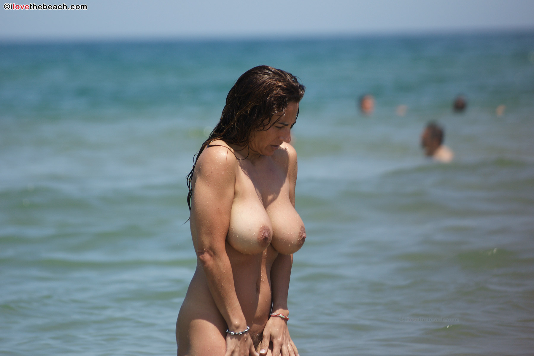 big-boob-nude-women-on-beach-coed-amateur
