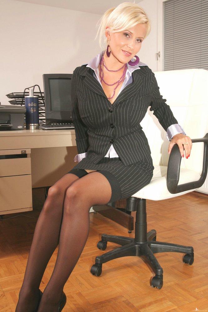 Эротика фото женщины в деловых костюмах
