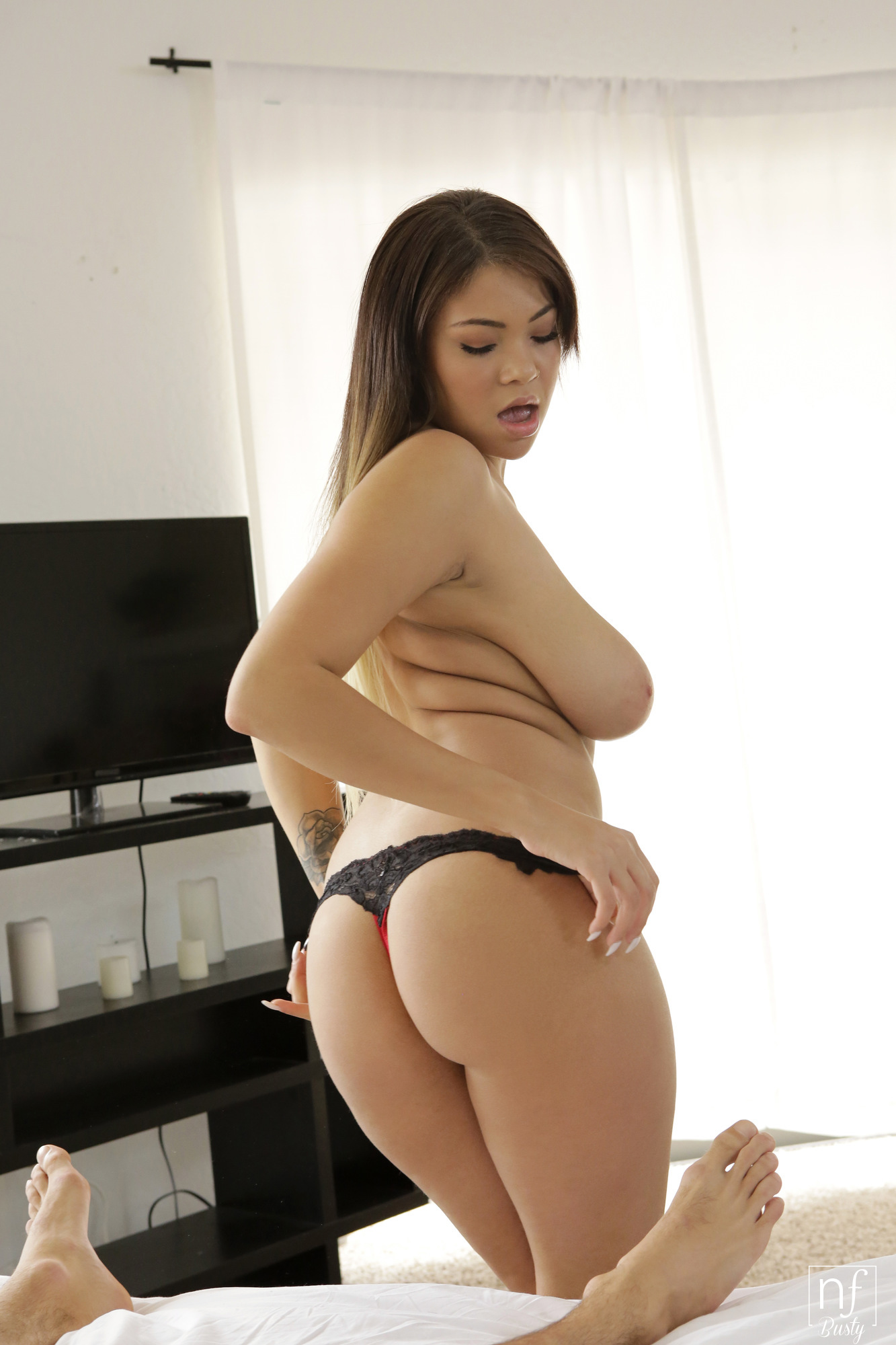 Cassidy banks cassidy shows off her real boobs latina se 4