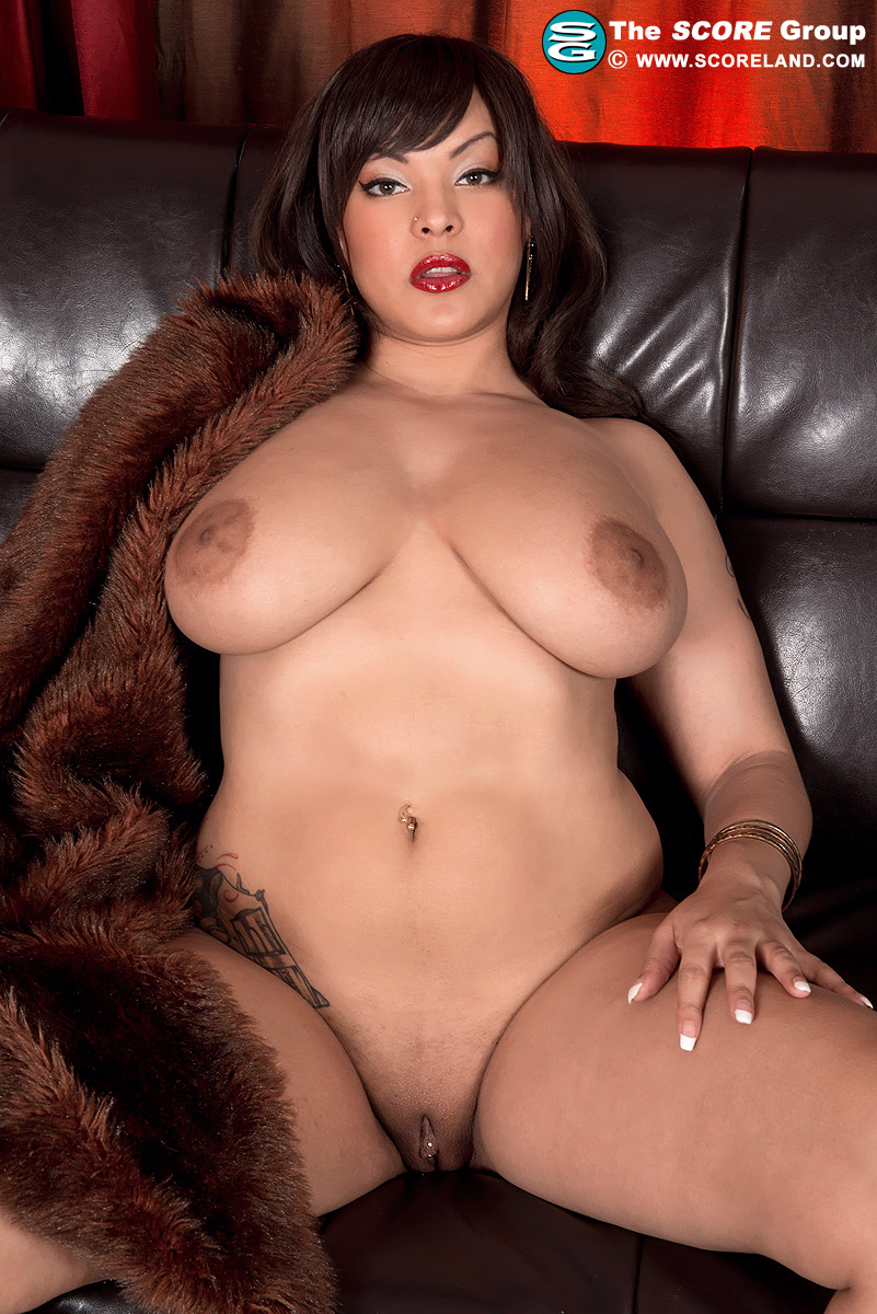 Cat Bangles Nude