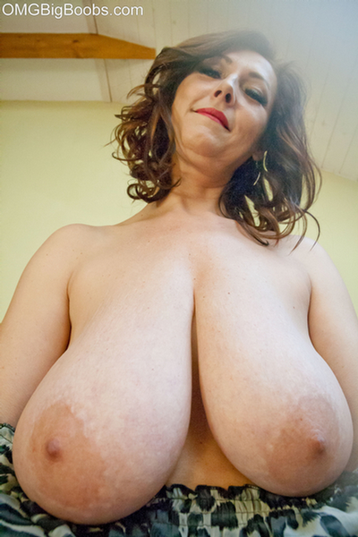 Consider, big tits clevage yes Very