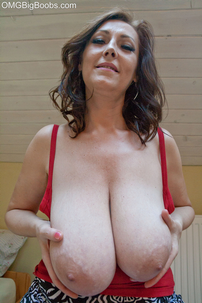 Natural huge hanging tits on milf 5