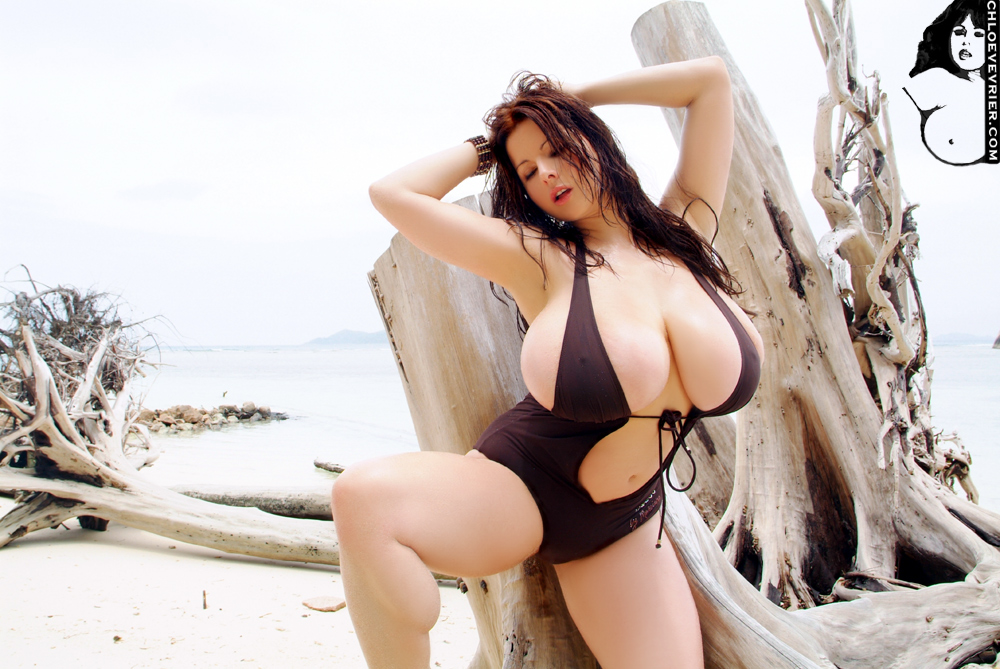 Chloe vevrier micro bikini