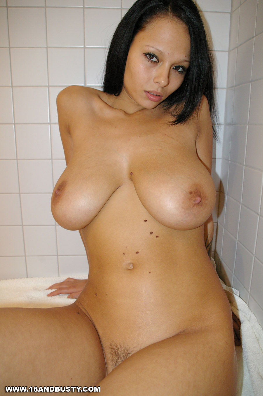 girls with big boobs in the shower