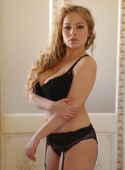 Busty webcam model has leg shaking orgasm 6