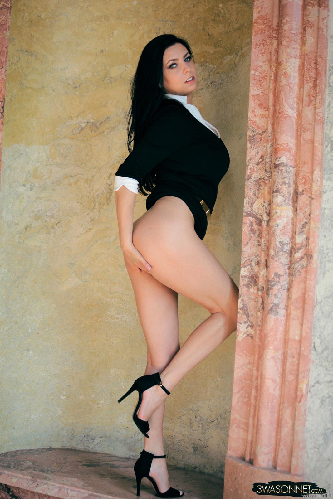 Ewa sonnet topless bending over — img 12