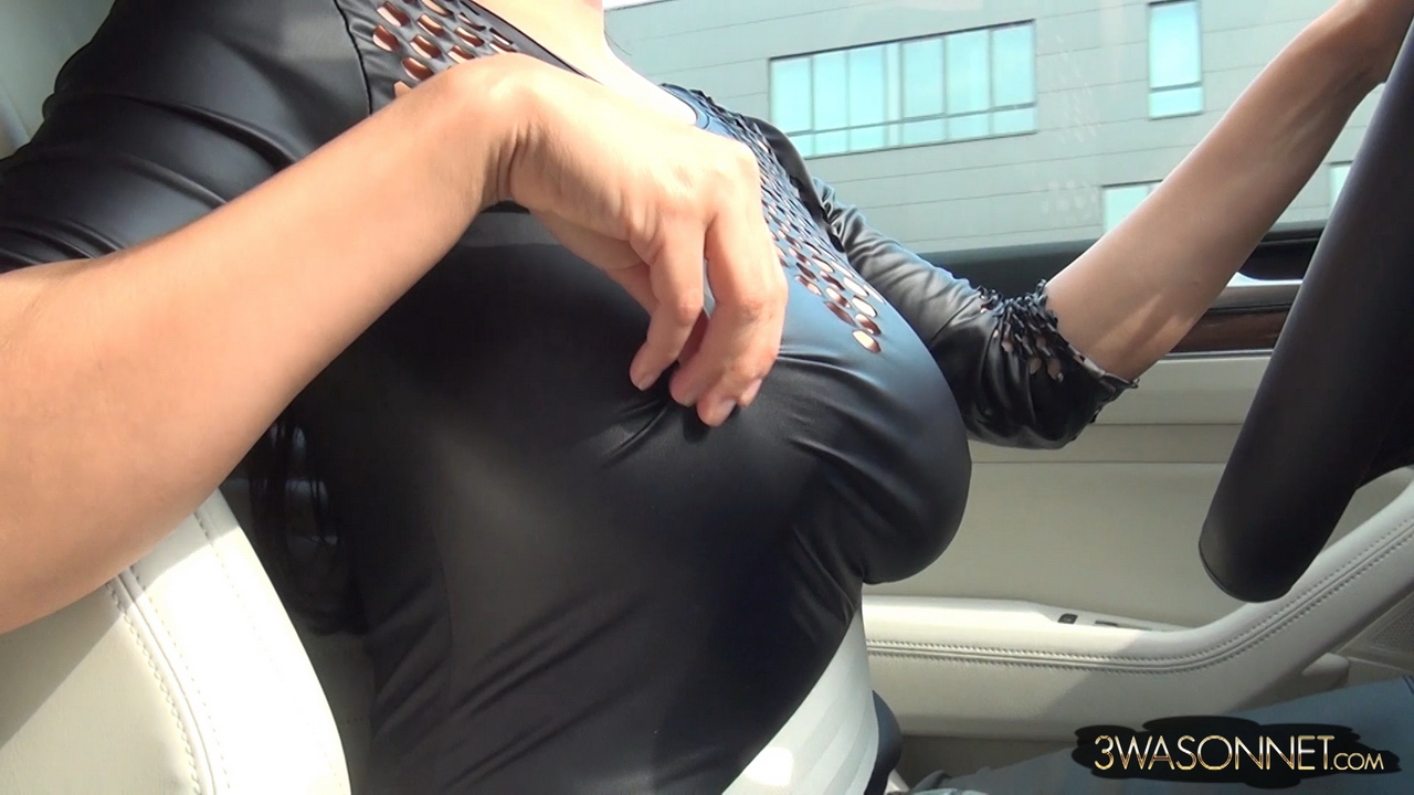 boob flashing through window