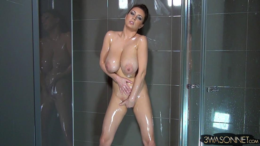 Ewa sonnet nude in shower