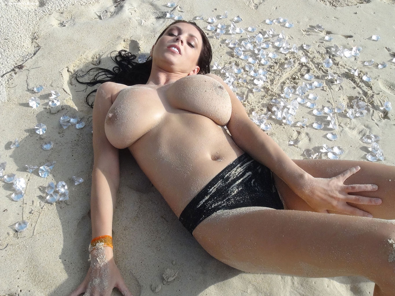 Apologise, Big booty on the beach nude