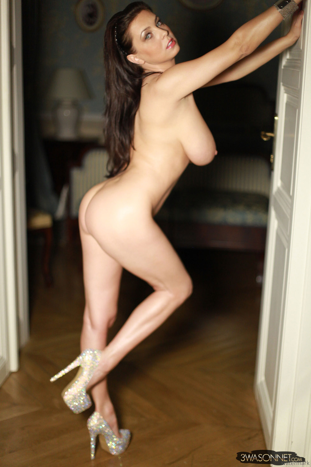 Sorry, Nude porn girl in heels will know