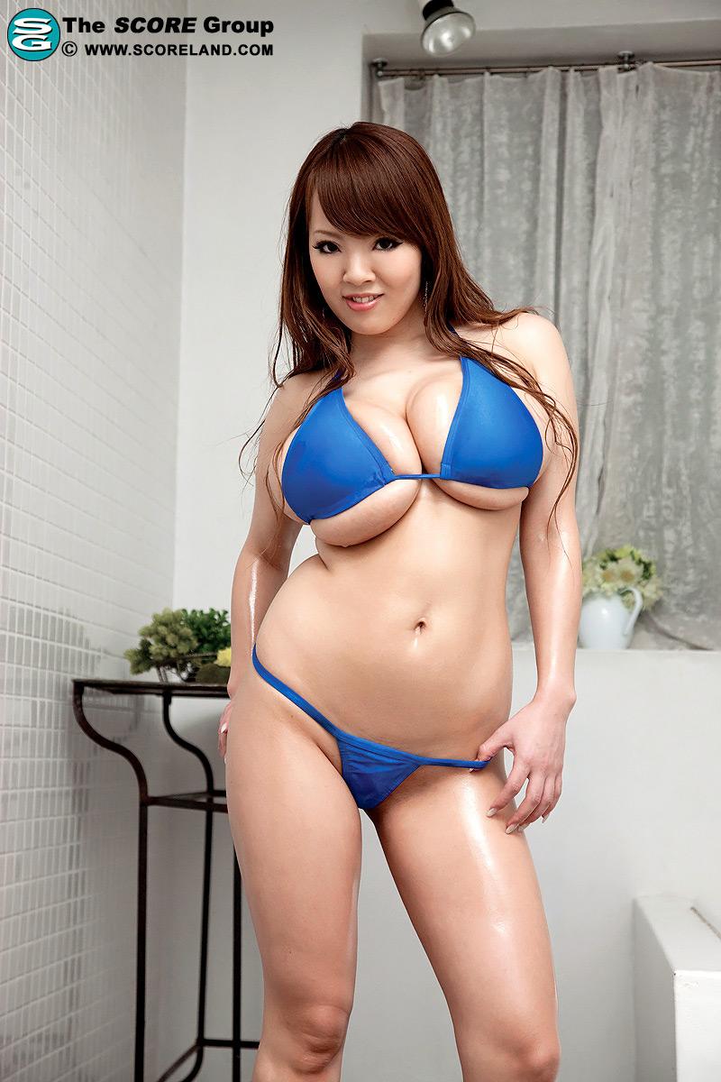 Hitomi Tanaka bikini Titfuck - SpankBangcom