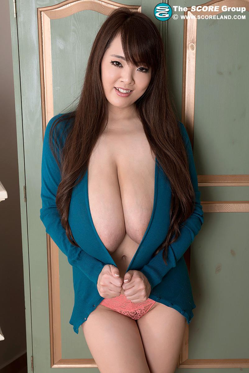 hitomi tanaka shirt