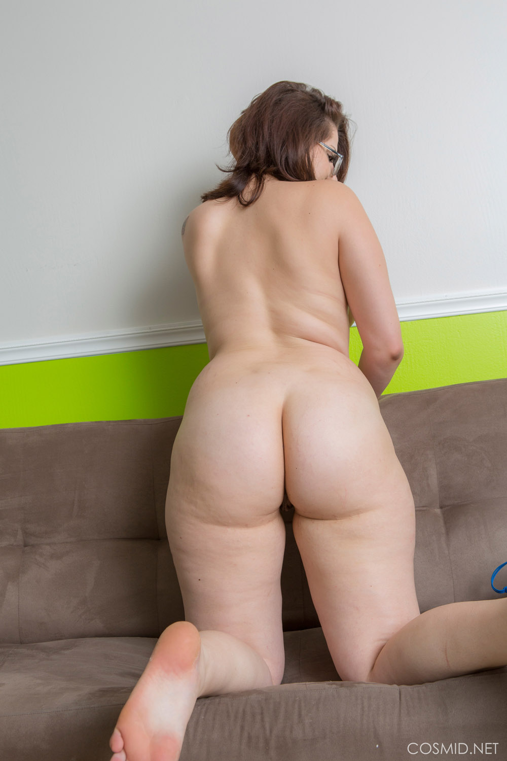Chubby mature wife gets her first orgasm hitachi magic wand - 3 part 2