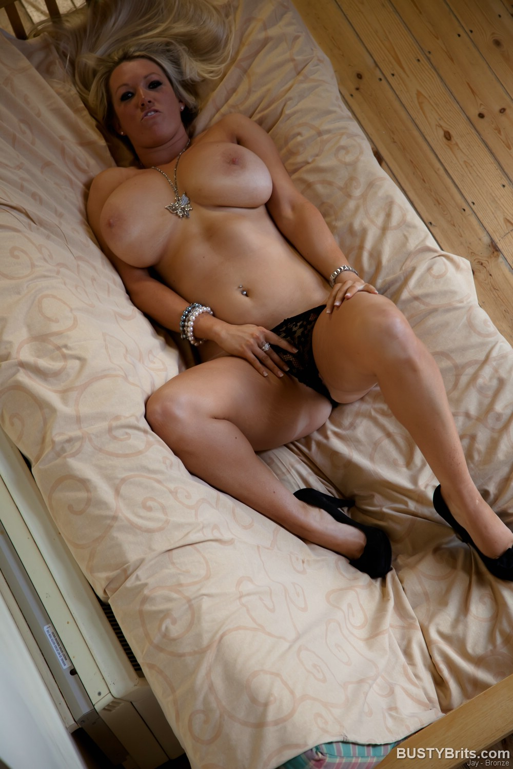 live-webcam-hot-naked-moms-laying-down-with-big-breast