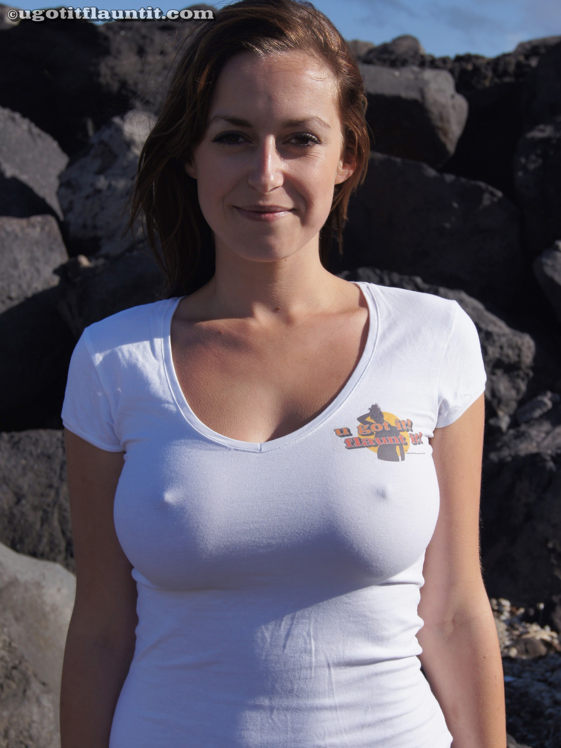 t boobs shirt wet in