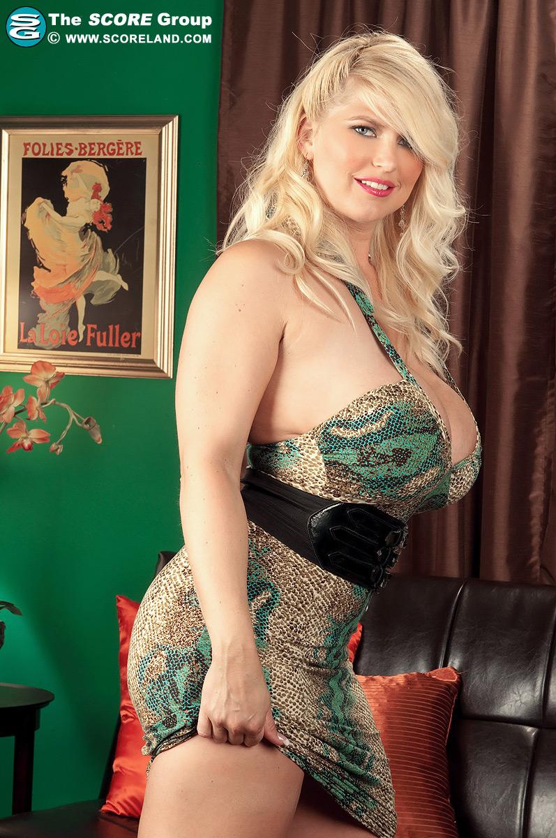 Busty blonde housewife devon lee pierced pussy fucked 8