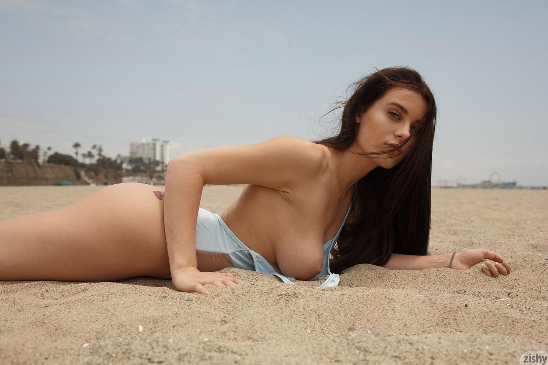 Sexy naked girls in bikini