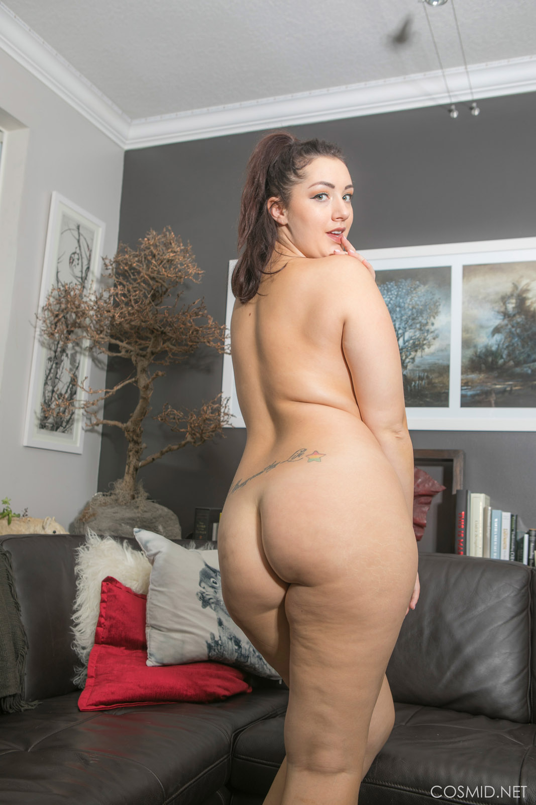 Pawg milf takes it in the ass while hubby takes pics - 2 2
