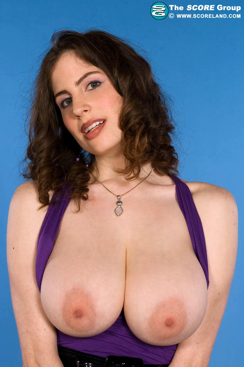 faye-peters-topless
