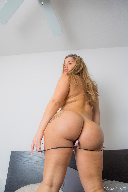 Full figured hot nude women