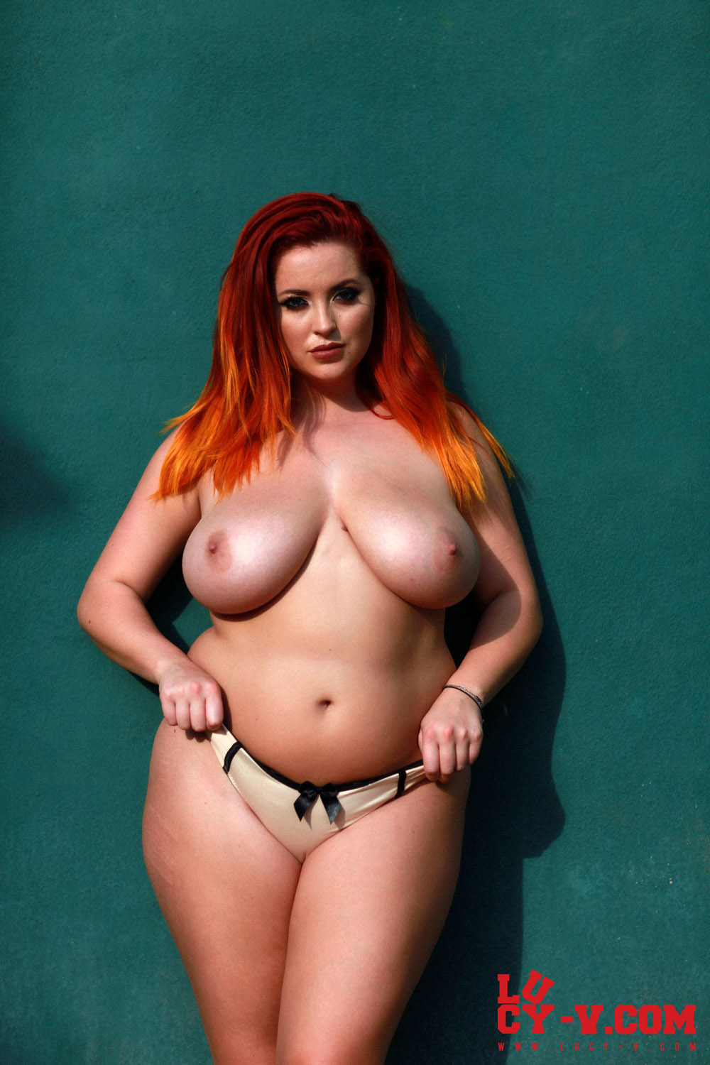 Lucy Vixen Loves Stripping Naked-1031