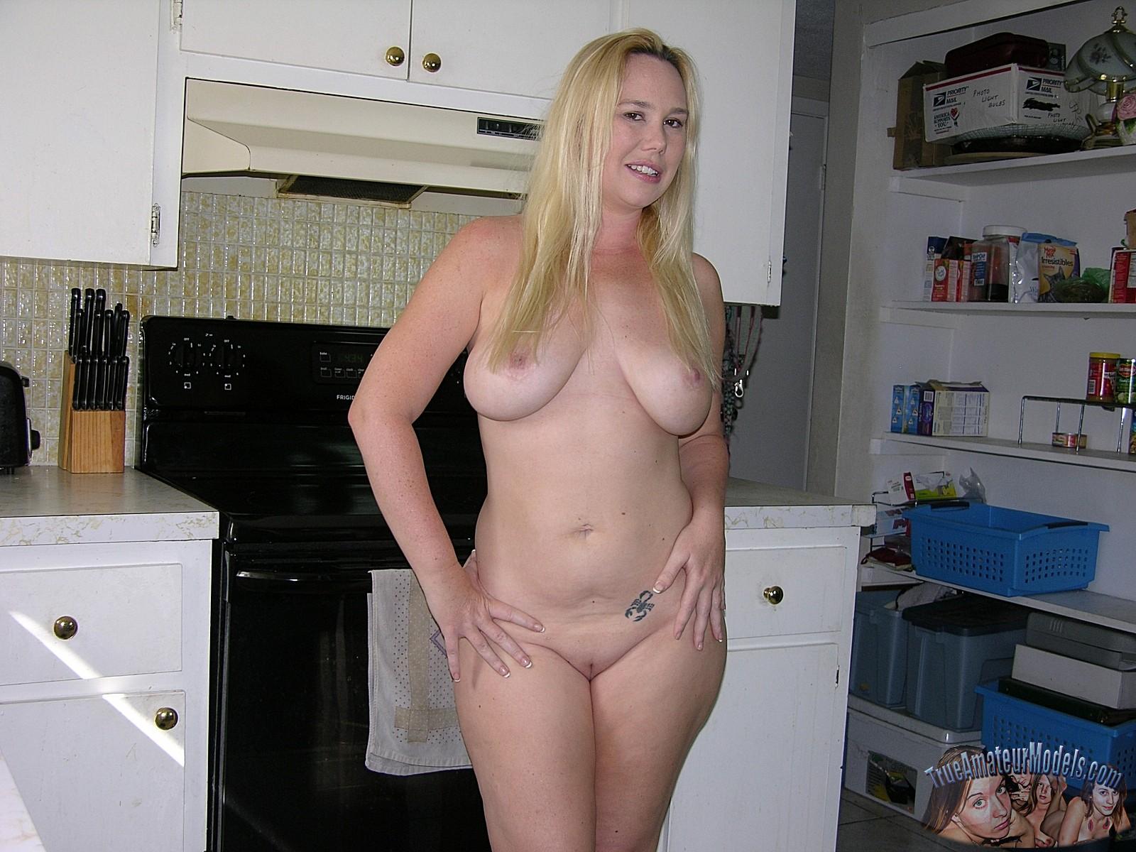 Blonde amateur model pics