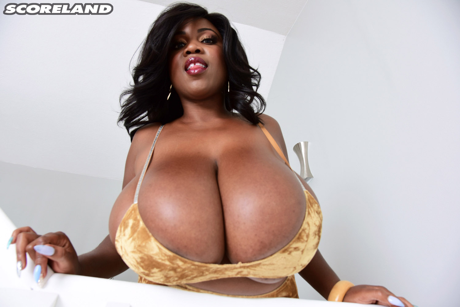 Biggest breasts ever on a 9 month pregnant milf - 3 10