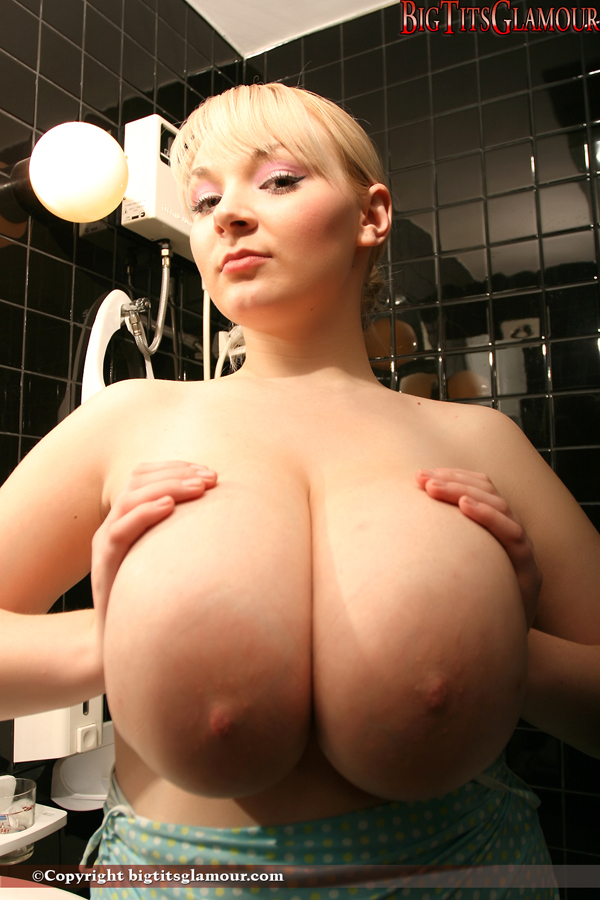Amateur wife plays with her tits