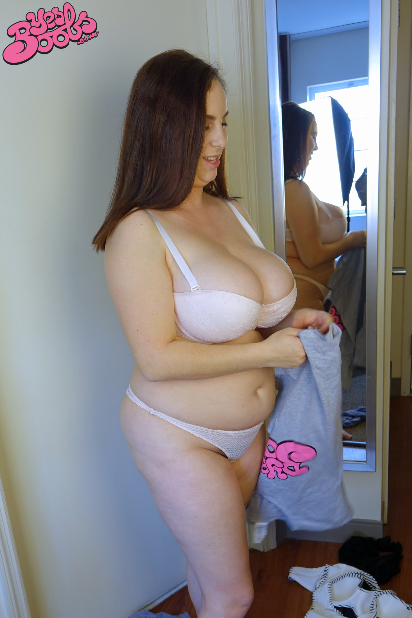 image Voluptuous bbw strips to us to jerk off