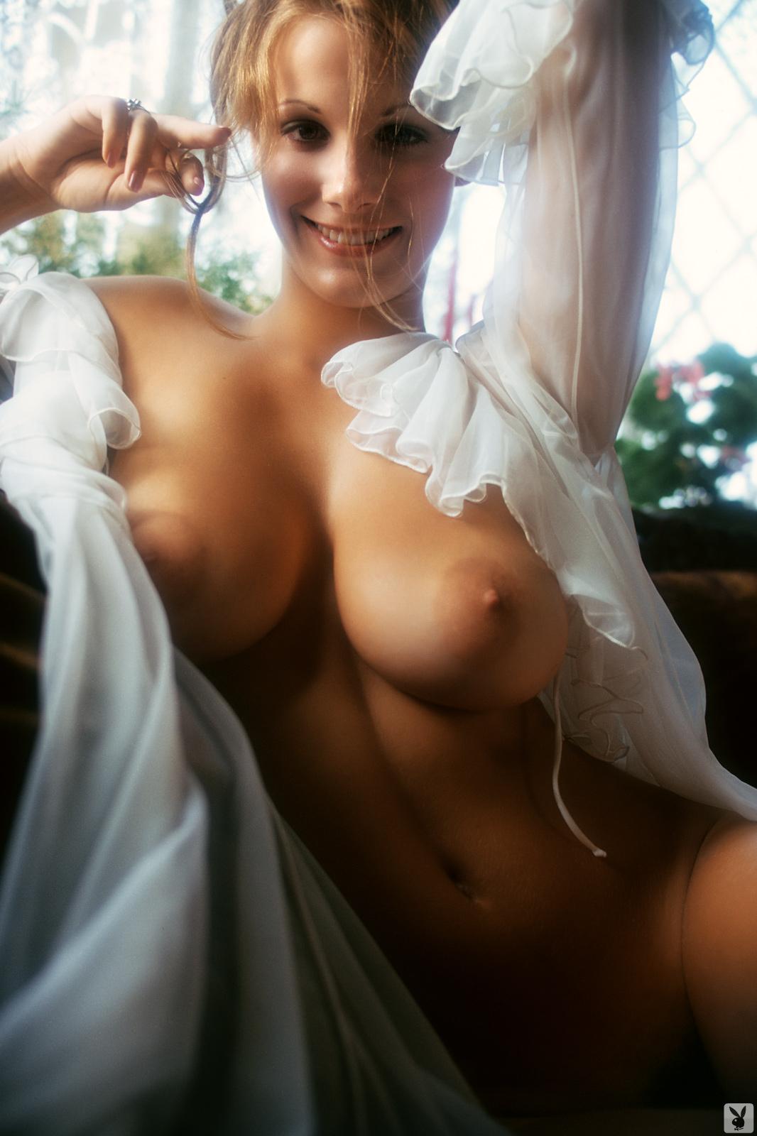 Hot nude women in shower