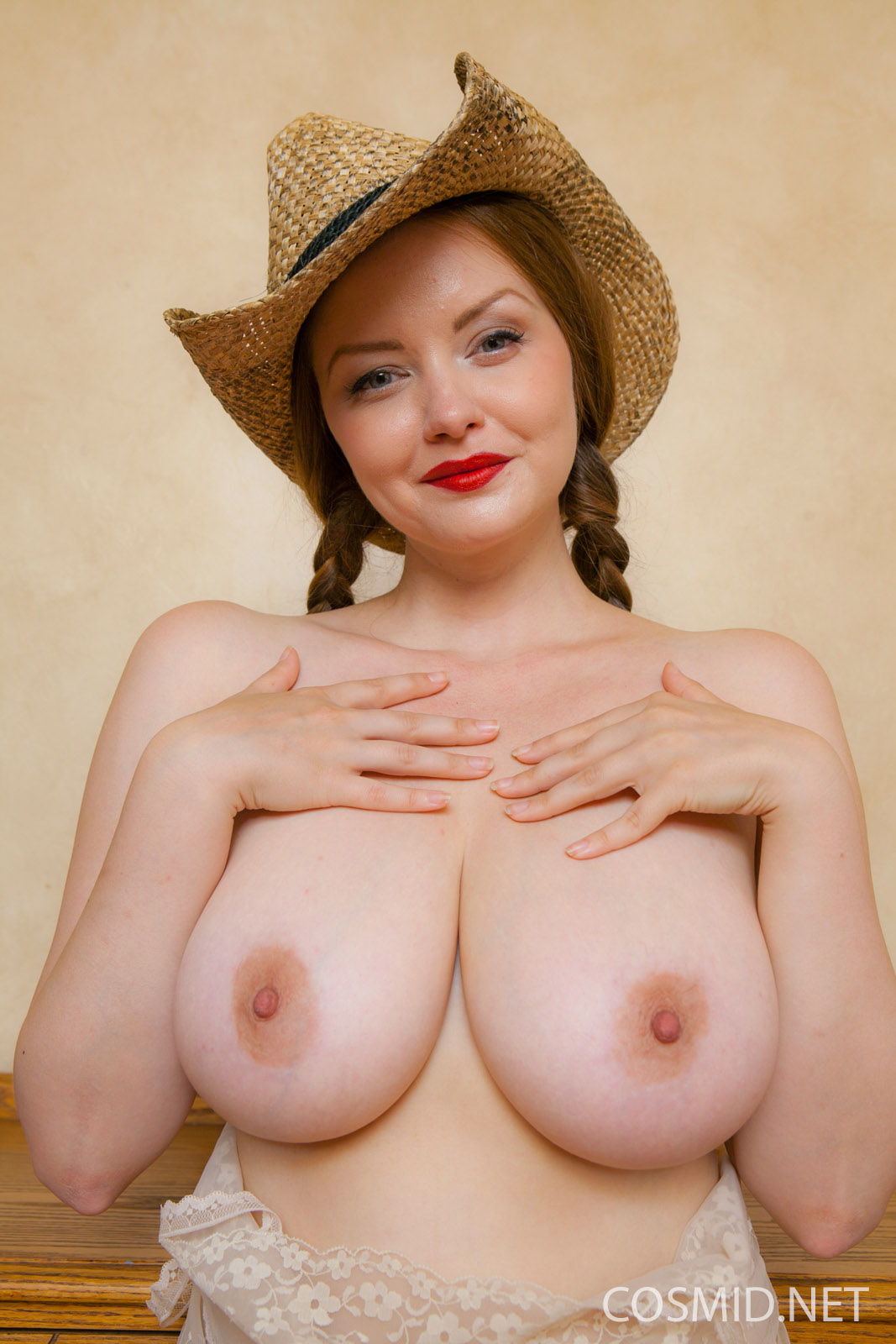 Candid busty braless girl w hard nipples and boobs swaying - 2 7