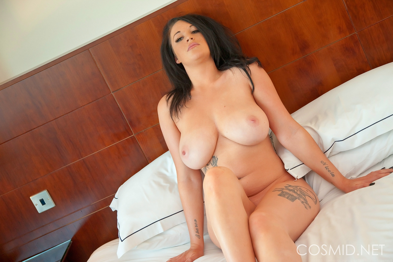 Lesbian amateur housewife licking porn pictures