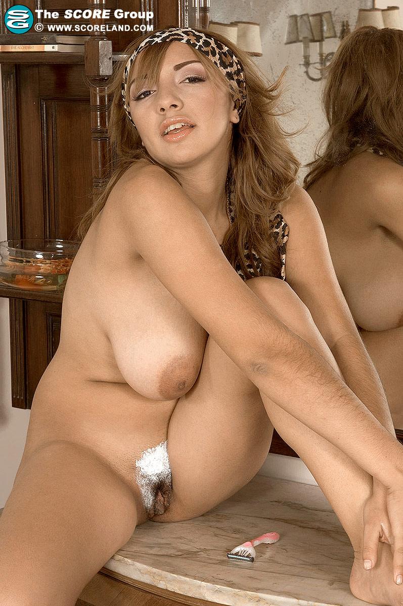 curvy latinas naked