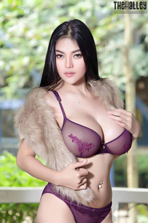 Japanese curvy nude image