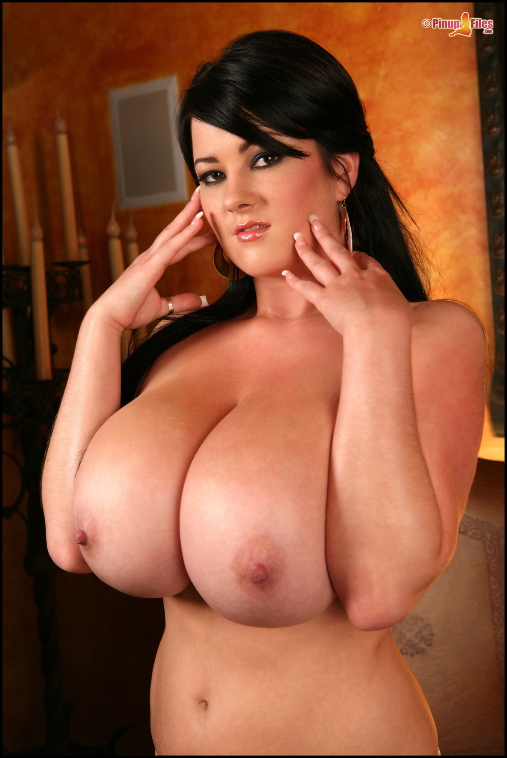 Самые огромные груди голые фото 4 фотография