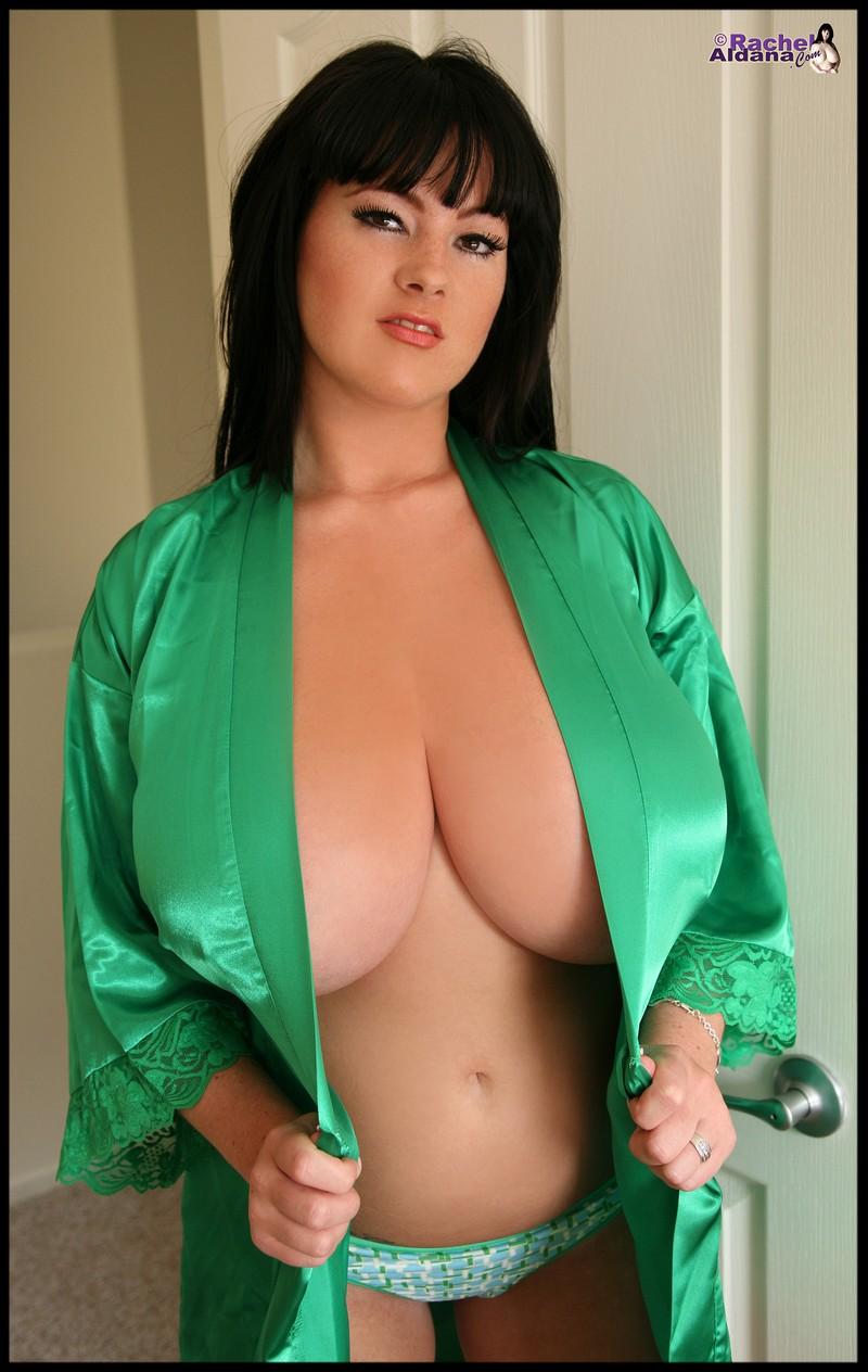 Big tits curvy ass