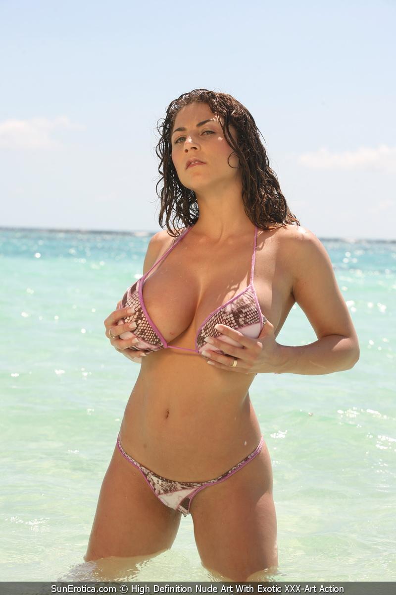 Roberta Missoni Gruppensex am Strand