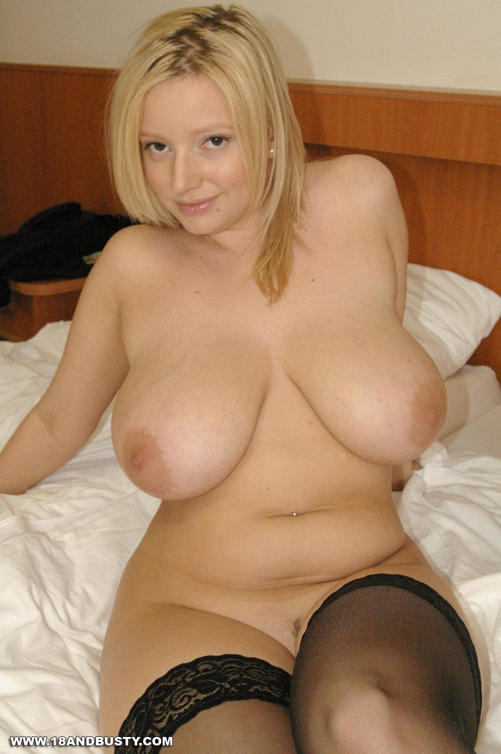 фото молодых полных обнаженных блондинок было