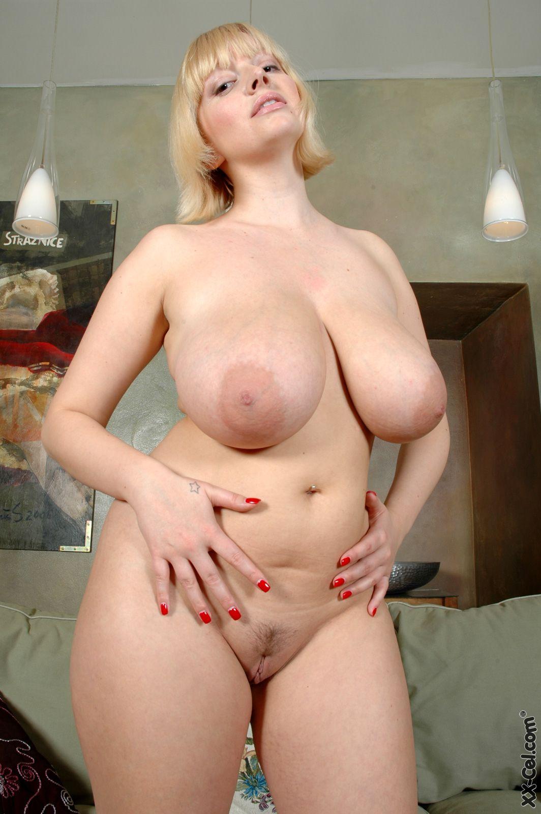 sara gilbert naked titties