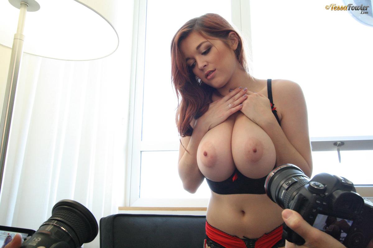 Tessa oils her tits