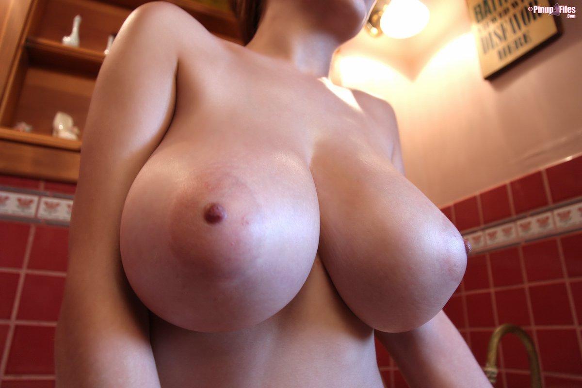 bolshie-oreoli-grudi-porno