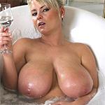 Bea Flora Champagne Bath